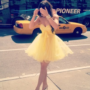 "Kylie Jenner ‏TwitPic @KylieJenner  ""Hailing Cabs in New York"""